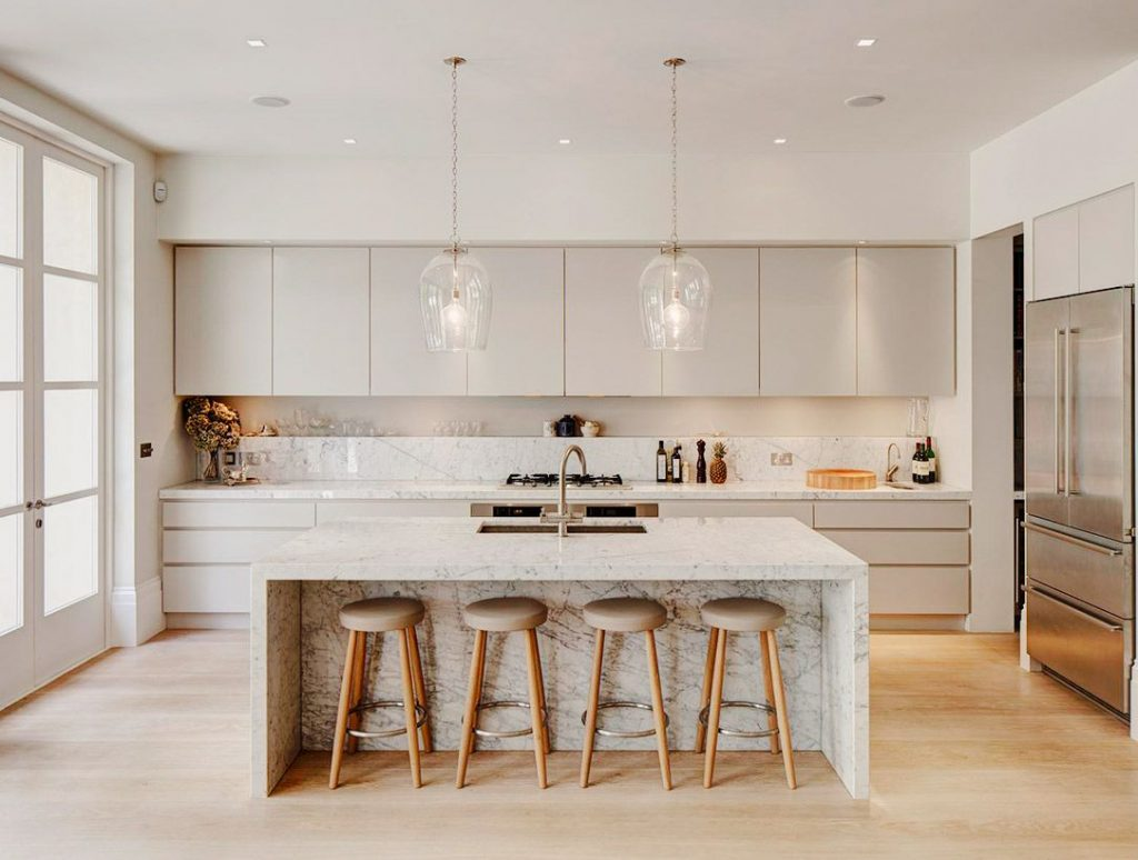 A kitchen in a clean and chic style.