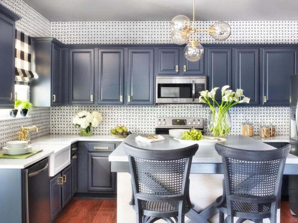 A blue gray colour is a darker blue colour in your kitchen but still gives you a cozy vibe.