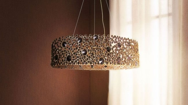 The Eternity I is an impressive chandelier for your dining room.