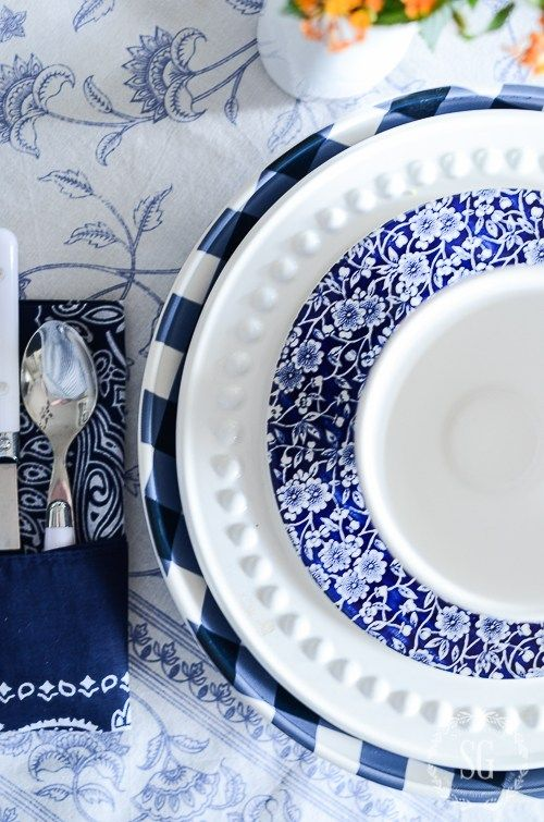 Peaceful ambiance of your breakfast table with blue color
